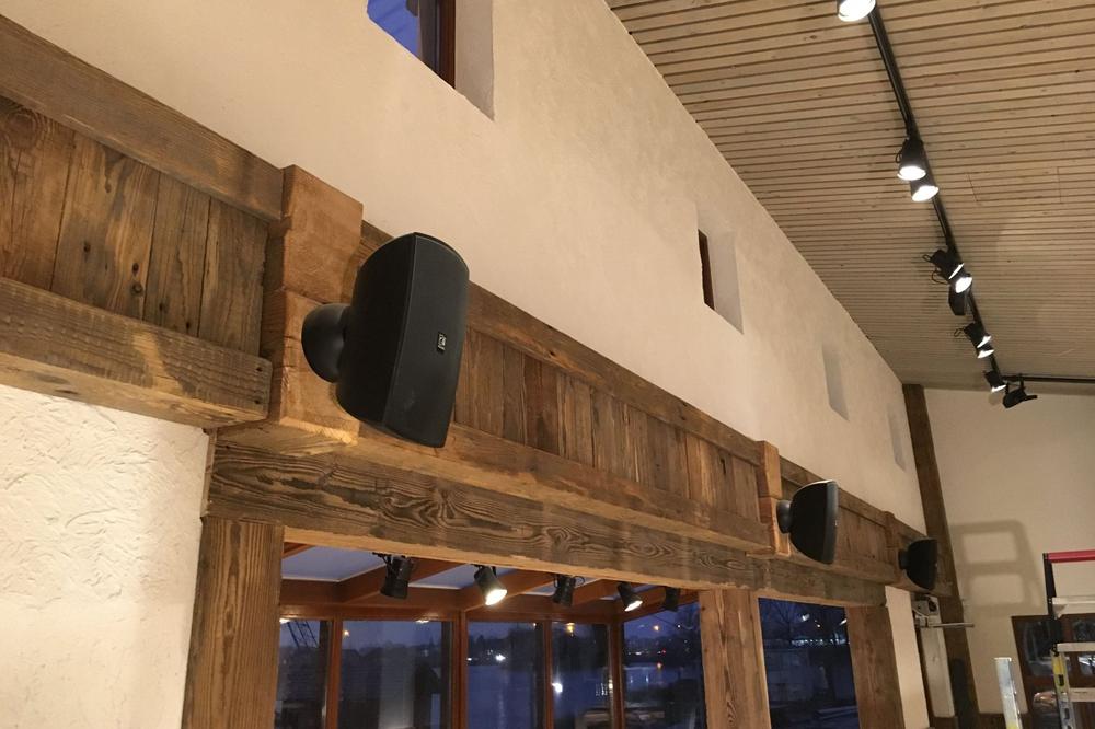 Nieuwe geluidsinstallatie restaurant en kabel skibaan Wollebrand Honselersdijk