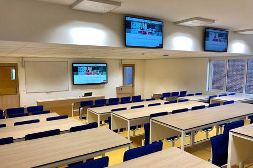 AUDAC NOBA en KYDO audiosysteem voor collegezaal