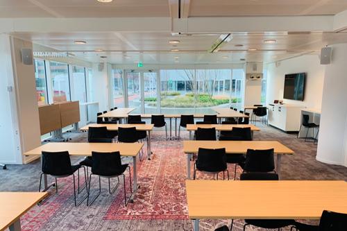 Geluidsinstallatie conferentiecentrum & loungeruimte hoofdkantoor Coca Cola