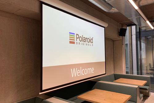 Polaroid Originals hoofdkantoor Amsterdam met AUDAC installatie