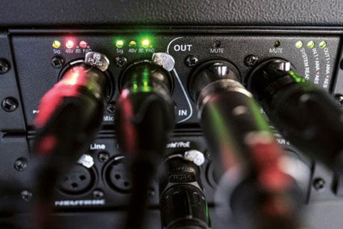 Verbind bestaande apparatuur met een Dante netwerk met de Neutrik NA2-IO-PRO