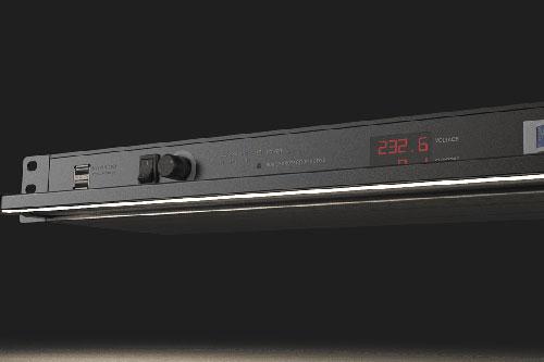 Nieuwe verbeterde Caymon Powerverdelers met dimbare racklights